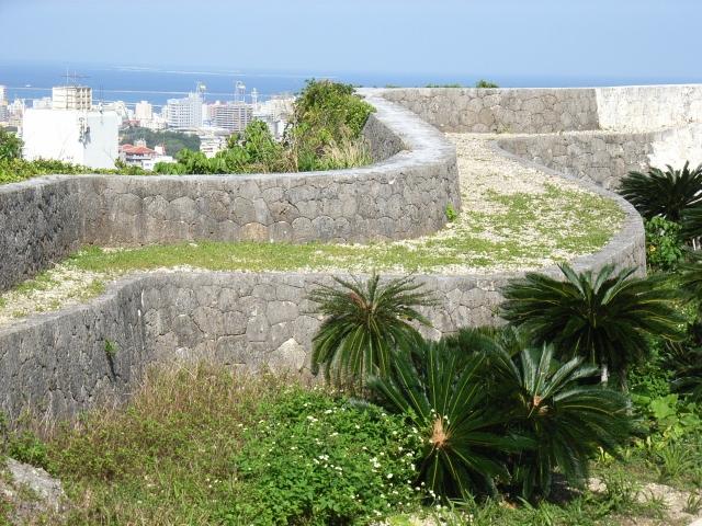 首里城からの海と町並み