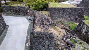 地震で崩れた城壁